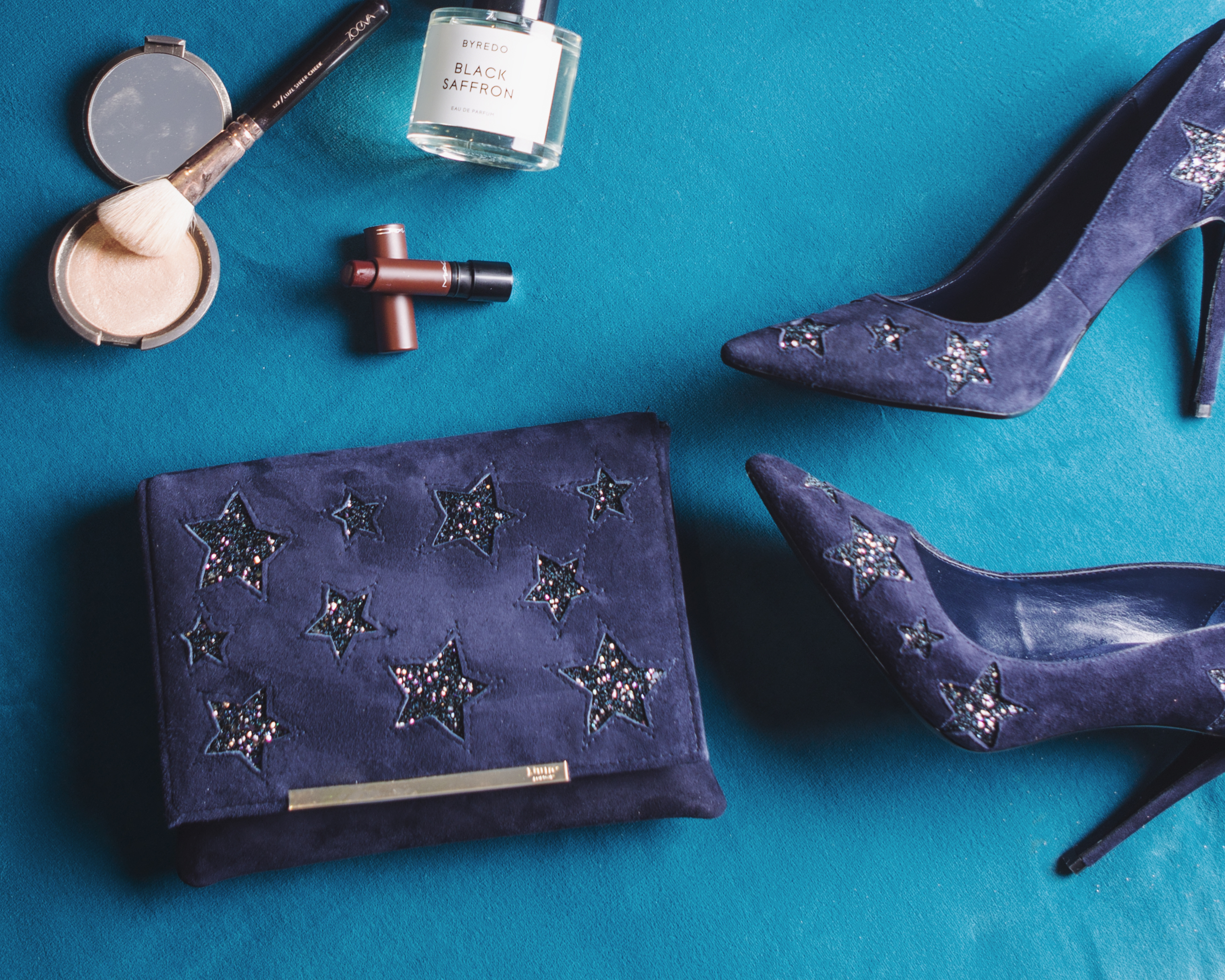 FLAT LAY FEATURING DUNE COSMIC COURT SHOES