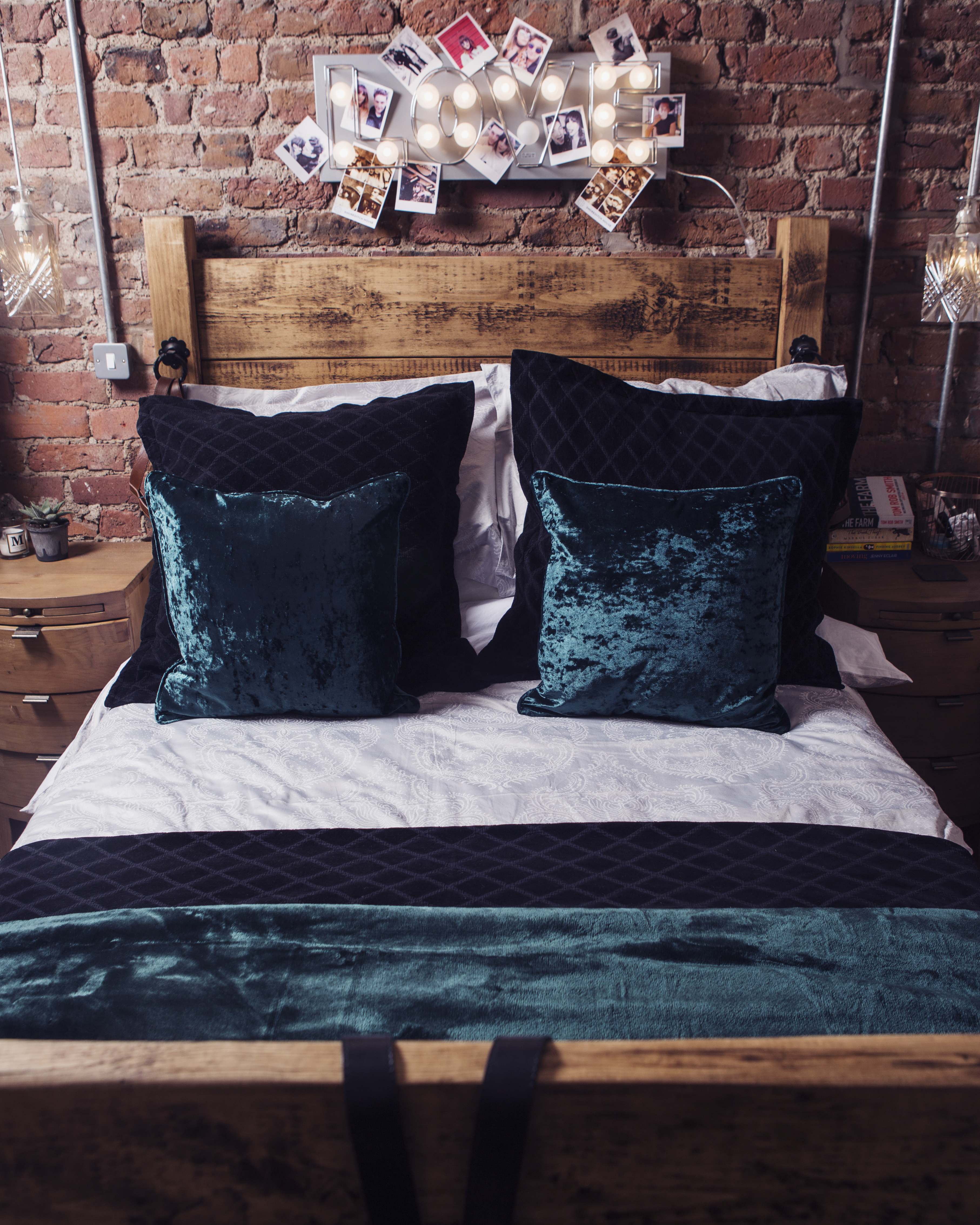 FESTIVE INTERIORS: CHRISTY ISABELLE BED LINEN WITH CHRISTY PARIS BED SPREAD